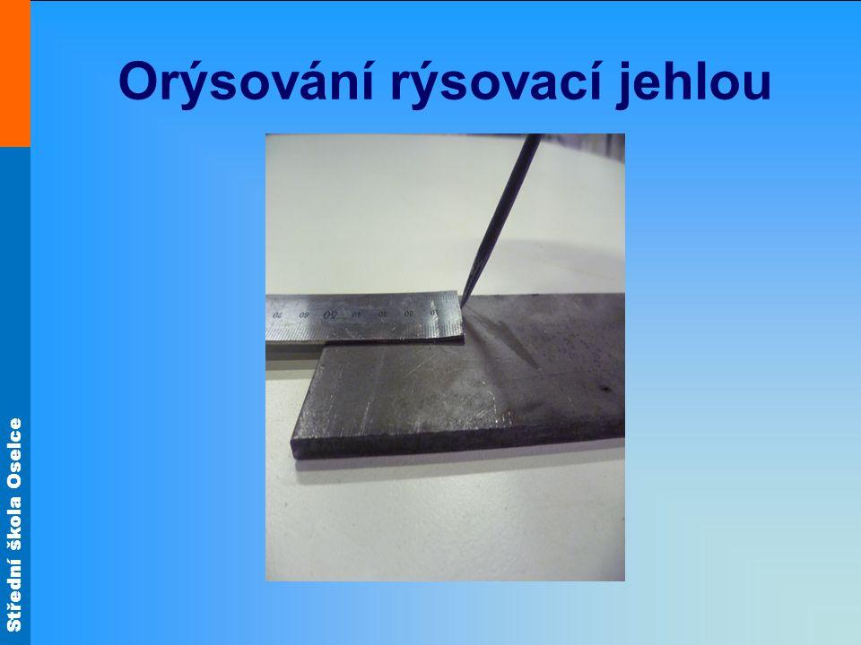 Střední škola Oselce Orýsování rýsovací jehlou 90° Rysky obou stran měřítka jsou zároveň s polotovarem (50 mm)