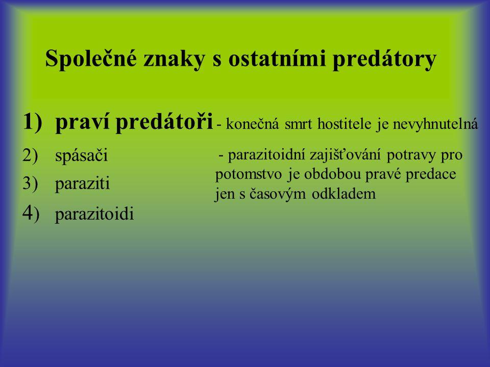 Parazitoidi - převážně řád blanokřídlí (Hymenoptera), ale i mnoho druhů řádu dvojkřídlí (Diptera) - dospělci žijí volně a většinou živí sáním nektaru apod.