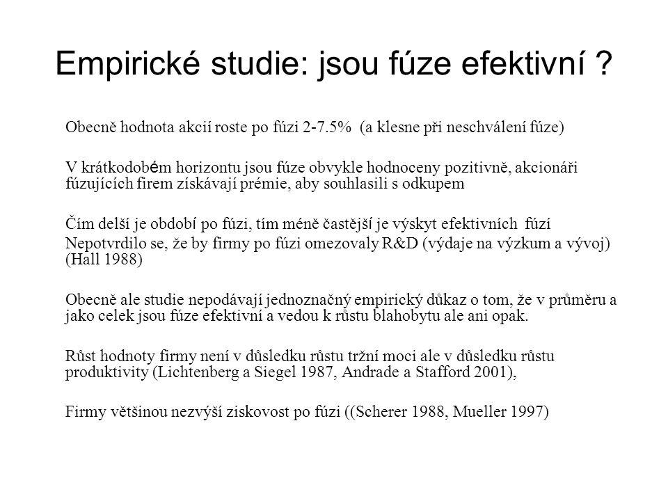 Empirické studie: jsou fúze efektivní ? Obecně hodnota akcií roste po fúzi 2-7.5% (a klesne při neschválení fúze) V krátkodob é m horizontu jsou fúze