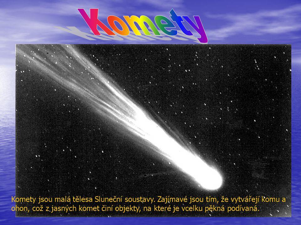Komety jsou malá tělesa Sluneční soustavy. Zajímavé jsou tím, že vytvářejí komu a ohon, což z jasných komet činí objekty, na které je vcelku pěkná pod