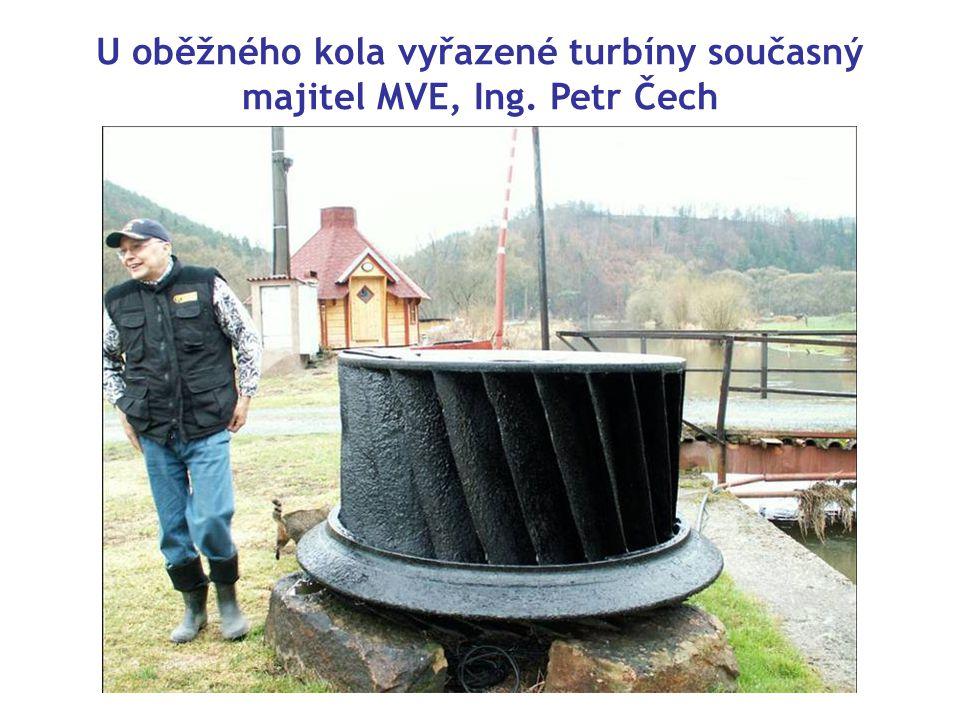 U oběžného kola vyřazené turbíny současný majitel MVE, Ing. Petr Čech