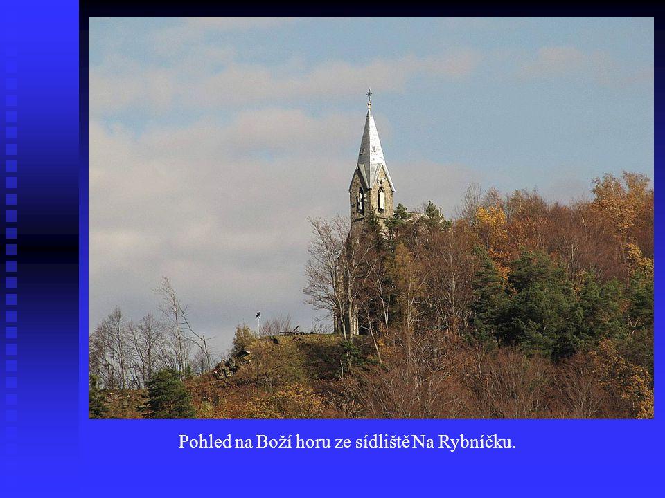 Pohled na Boží horu ze sídliště Na Rybníčku.