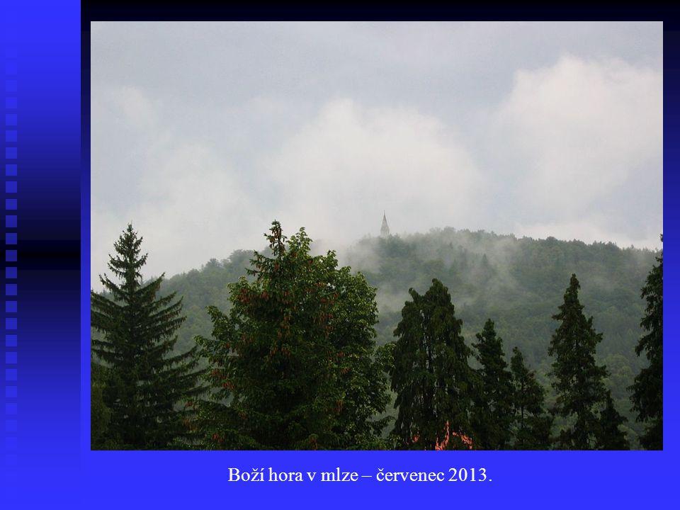 Boží hora v mlze – červenec 2013.