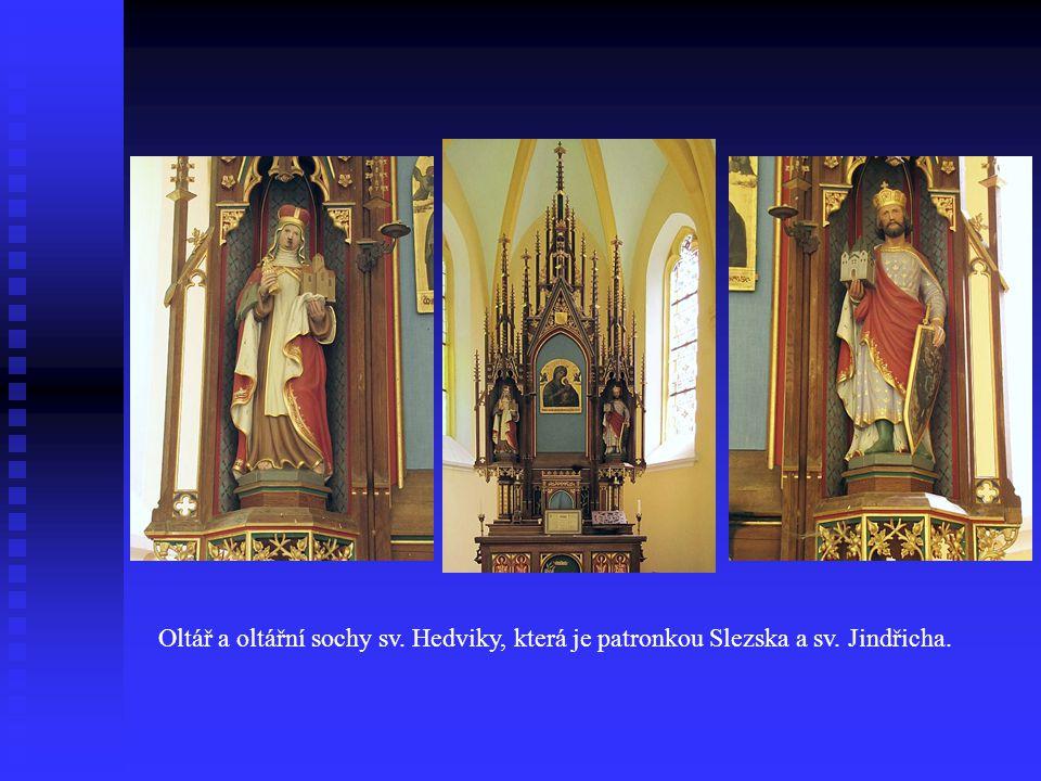Oltář a oltářní sochy sv. Hedviky, která je patronkou Slezska a sv. Jindřicha.