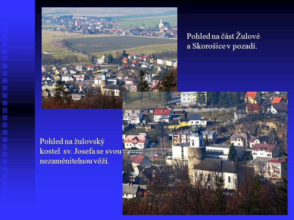 Pohled na část Žulové a Skorošice v pozadí.Pohled na žulovský kostel sv.