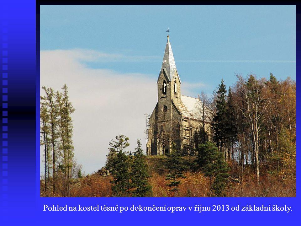 Pohled na kostel těsně po dokončení oprav v říjnu 2013 od základní školy.