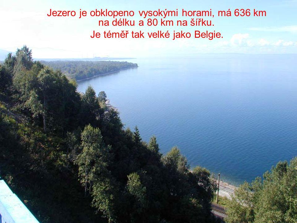 Jezero je obklopeno vysokými horami, má 636 km na délku a 80 km na šířku.