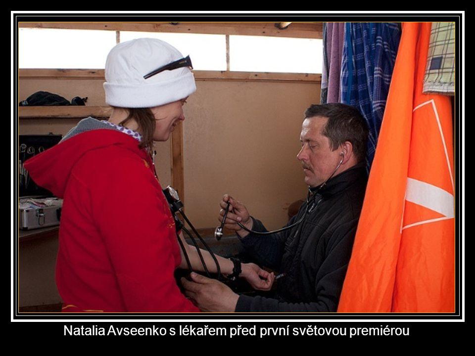 Natalia Avseenko se seznamuje s běluhami.