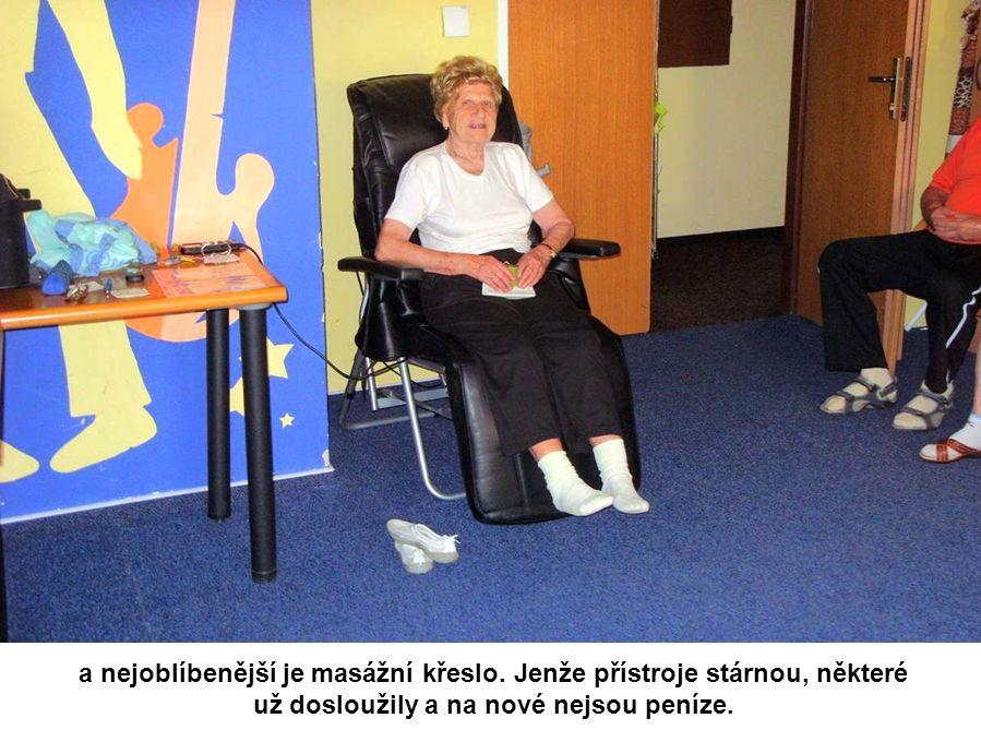 Po cvičení následuje rehabilitace na přístrojích. K dispozici je masáž chodidel, magnety