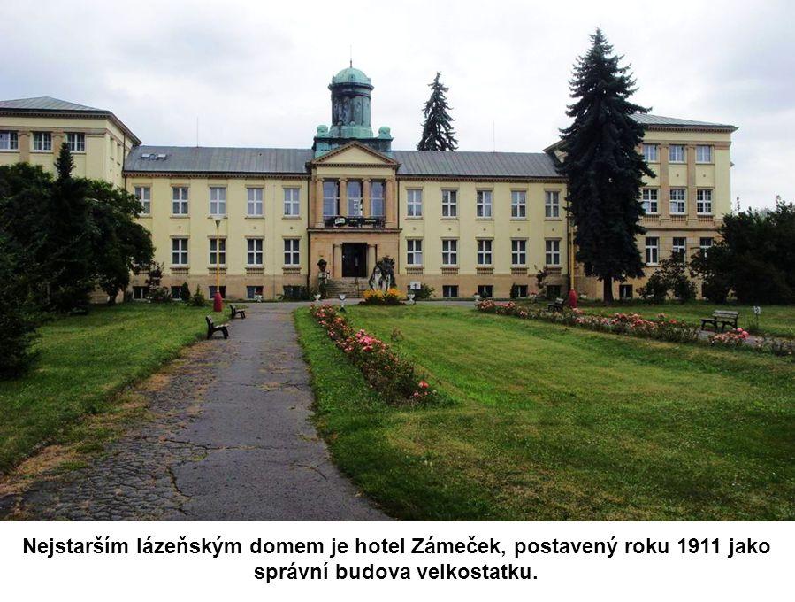 Lázeňskému centru dnes vévodí budova Letních lázní.
