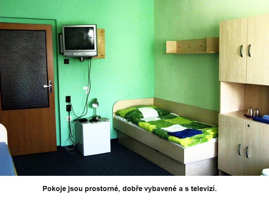 Pokoje jsou prostorné, dobře vybavené a s televizí.