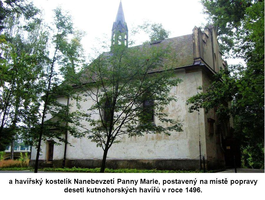 Tam na ně čeká zvonička ze 17. století, v níž je dnes knihovnička