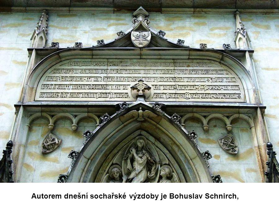 a havířský kostelík Nanebevzetí Panny Marie, postavený na místě popravy deseti kutnohorských havířů v roce 1496.