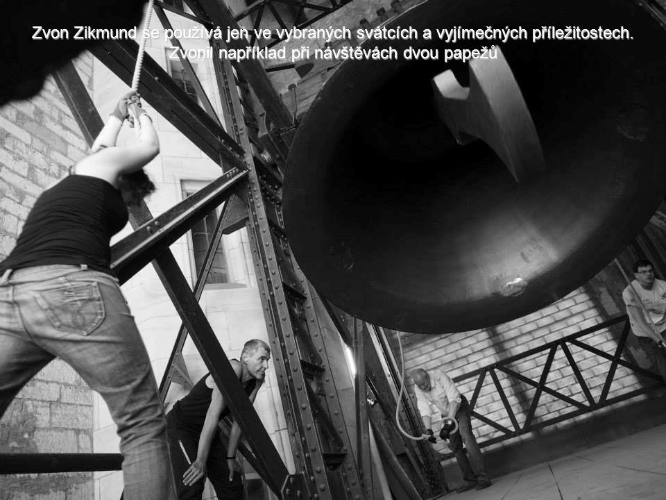 O skutečné váze Zikmunda se vedou spory. Původně uváděných 27 tun je zcela jistě nadsazených. Odhaduje se, že zvon váží mezi 12 až 16 tunami