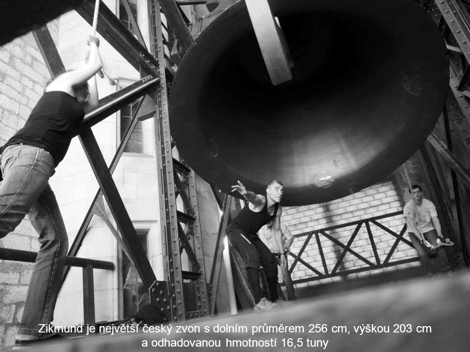 Zvony na katedrále Zvony katedrály jsou ve dvou patrech věže nad Hazemburskou kaplí. Na katedrále je sedm zvonů. V plné sestavě jsou ale jen dva roky.