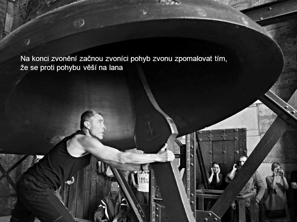 Zikmund je největší český zvon s dolním průměrem 256 cm, výškou 203 cm a odhadovanou hmotností 16,5 tuny