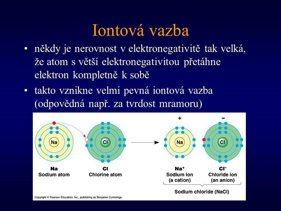 Iontová vazba někdy je nerovnost v elektronegativitě tak velká, že atom s větší elektronegativitou přetáhne elektron kompletně k sobě takto vznikne velmi pevná iontová vazba (odpovědná např.
