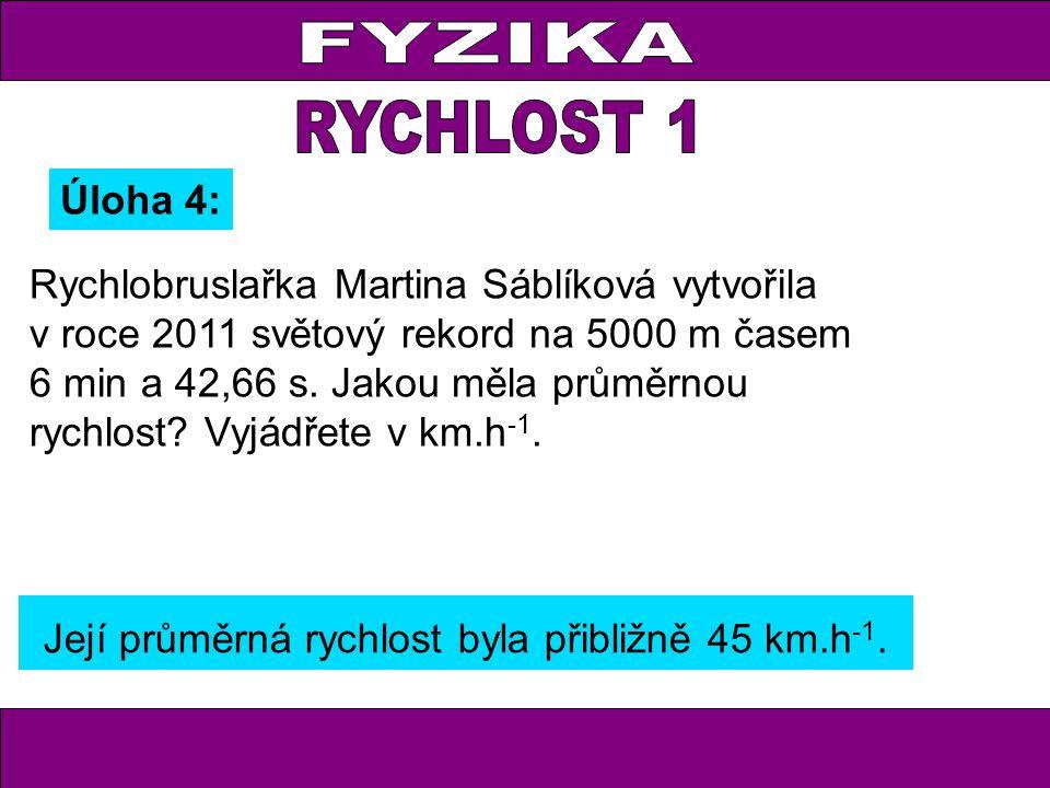 Rychlobruslařka Martina Sáblíková vytvořila v roce 2011 světový rekord na 5000 m časem 6 min a 42,66 s. Jakou měla průměrnou rychlost? Vyjádřete v km.