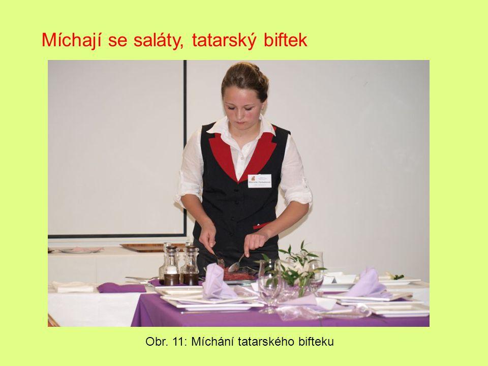 Míchají se saláty, tatarský biftek Obr. 11: Míchání tatarského bifteku