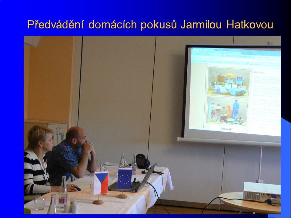 Předvádění domácích pokusů Jarmilou Hatkovou