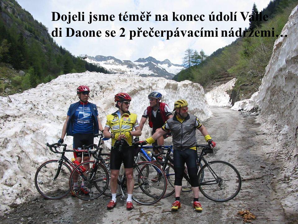 Dojeli jsme téměř na konec údolí Valle di Daone se 2 přečerpávacími nádržemi…