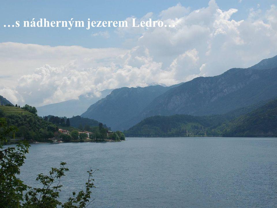 …s nádherným jezerem Ledro…