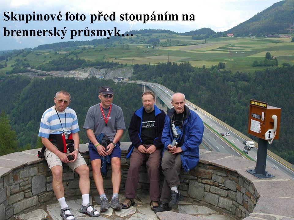 Skupinové foto před stoupáním na brennerský průsmyk…