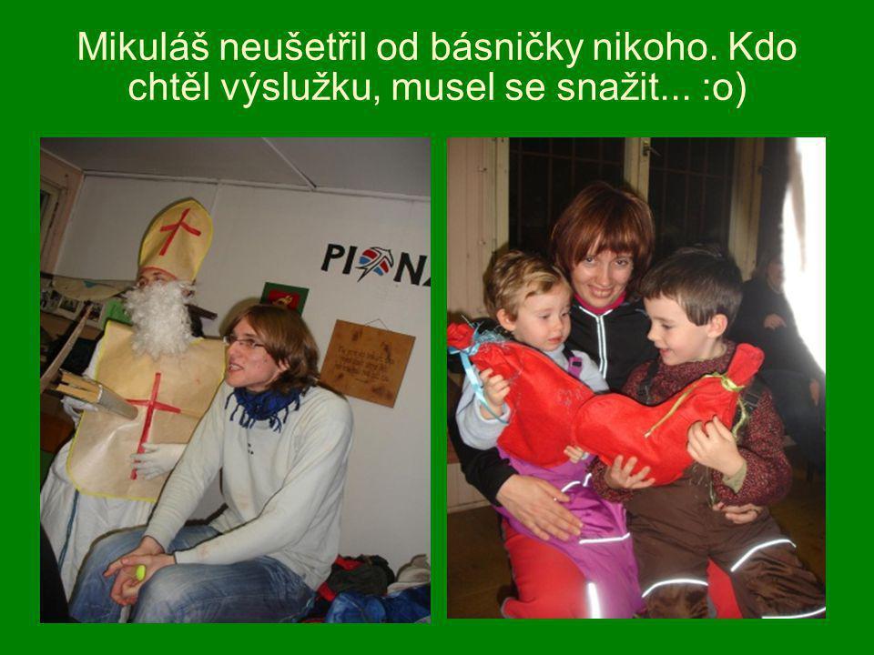 Mikuláš neušetřil od básničky nikoho. Kdo chtěl výslužku, musel se snažit... :o)