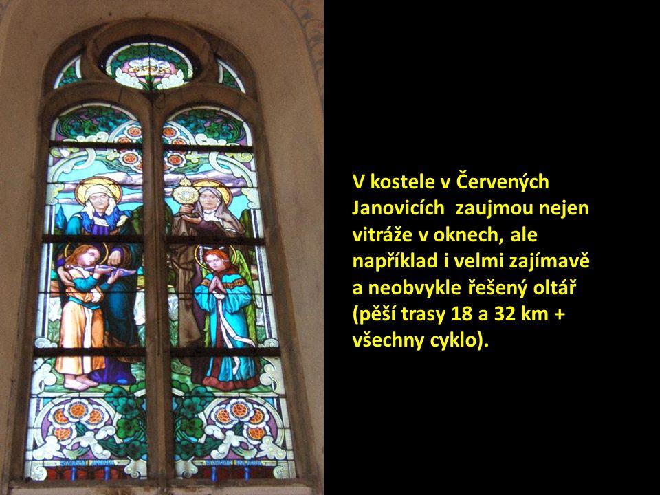 V kostele v Červených Janovicích zaujmou nejen vitráže v oknech, ale například i velmi zajímavě a neobvykle řešený oltář (pěší trasy 18 a 32 km + všechny cyklo).
