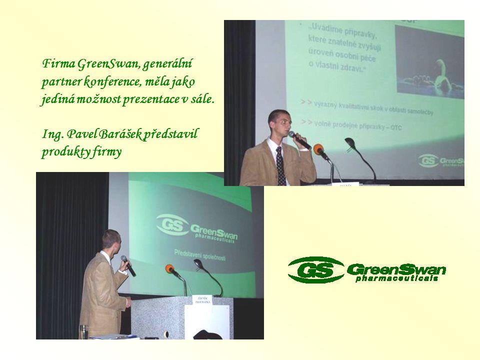 Firma GreenSwan, generální partner konference, měla jako jediná možnost prezentace v sále.
