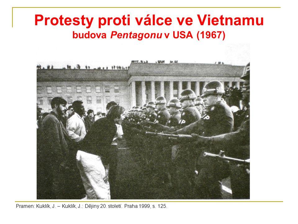 Protesty proti válce ve Vietnamu budova Pentagonu v USA (1967) Pramen: Kuklík, J.