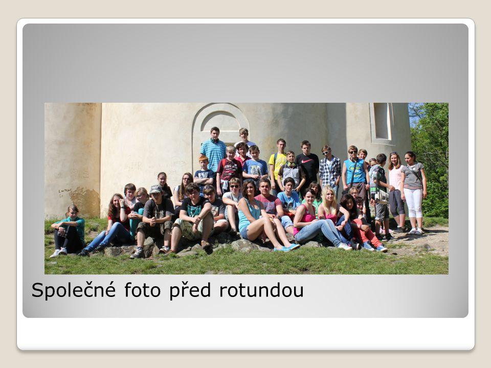 Společné foto před rotundou
