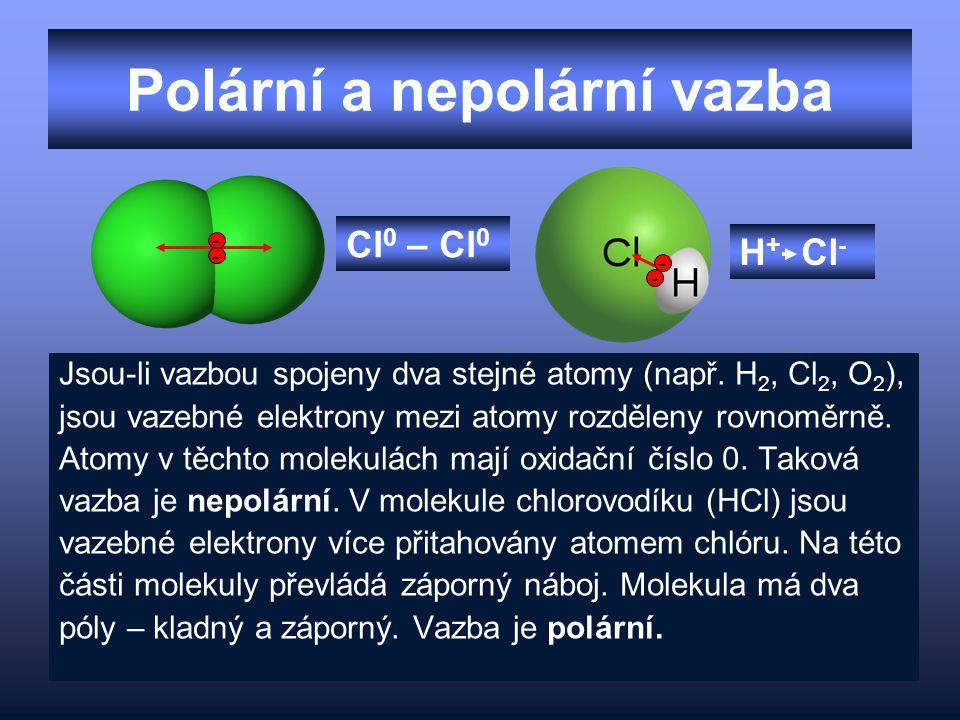 Polární a nepolární vazba Jsou-li vazbou spojeny dva stejné atomy (např. H 2, Cl 2, O 2 ), jsou vazebné elektrony mezi atomy rozděleny rovnoměrně. Ato