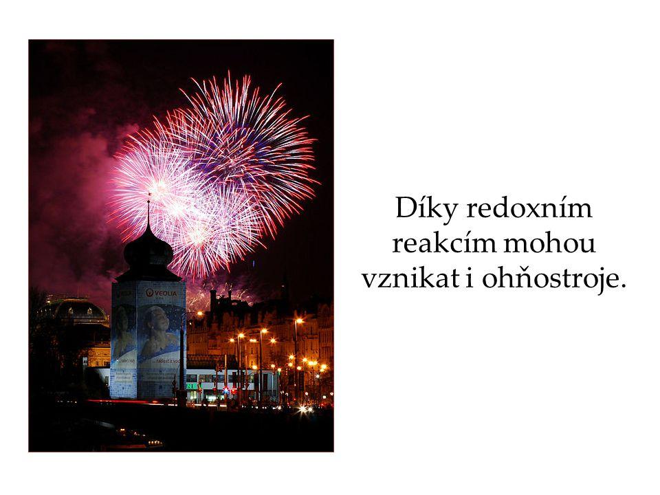 Díky redoxním reakcím mohou vznikat i ohňostroje.
