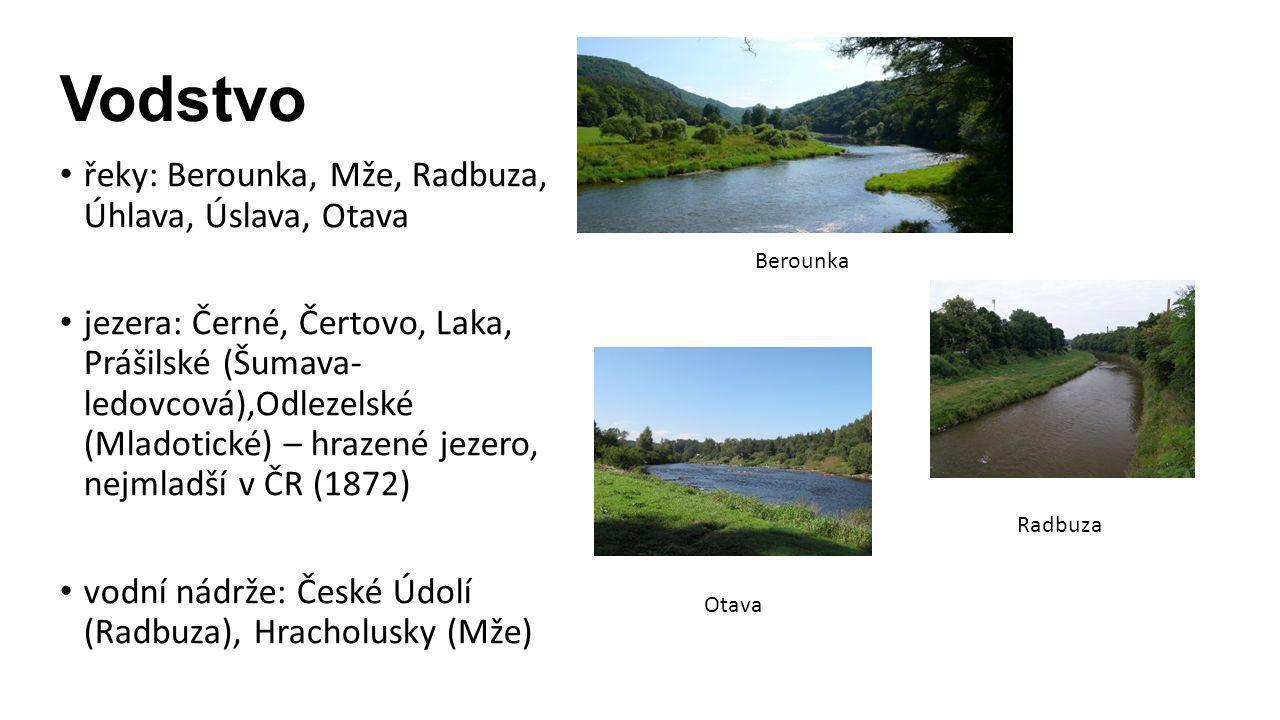 Černé jezeroČertovo jezerojezero Laka Odlezelské jezero České ÚdolíHracholusky