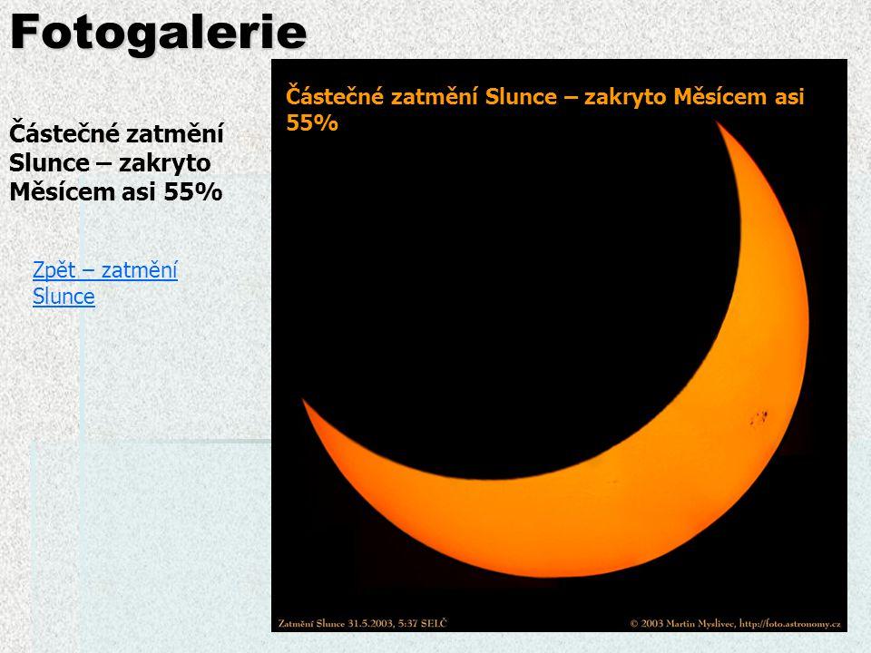 """Fotogalerie Zpět – zatmění Slunce Úplné zatmění Slunce, """"paprsky = sluneční korona Prstencové zatmění Slunce – zkus určit, za jakých okolností k němu dochází  Měsíc je dále od Země a jeho kotouč má menší rozměr (zdánlivě) než Slunce"""