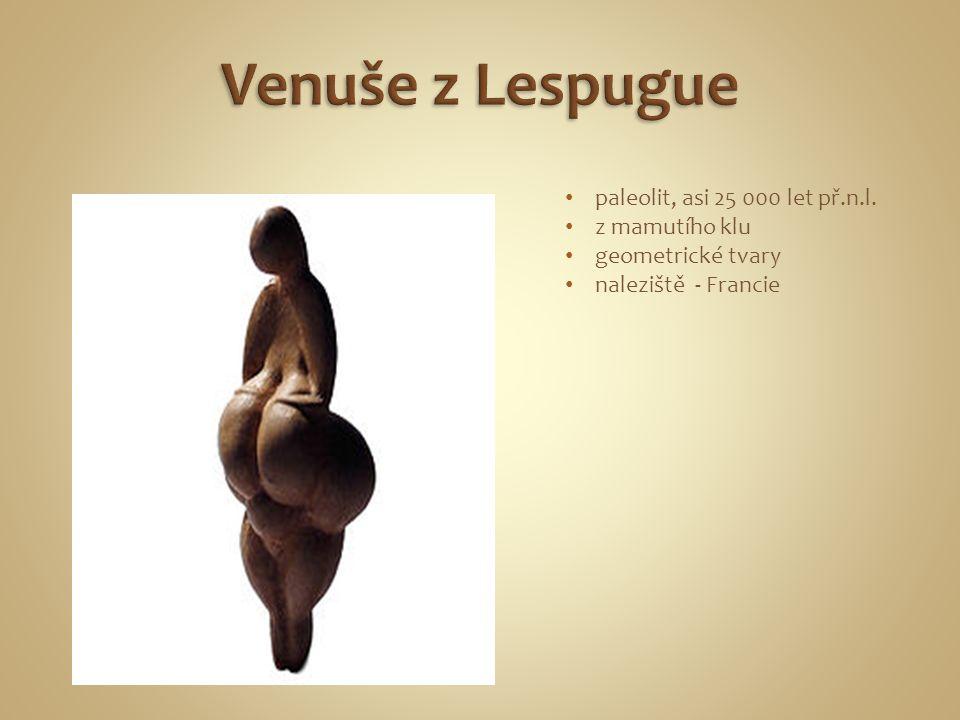 paleolit, asi 25 000 let př.n.l. z mamutího klu geometrické tvary naleziště - Francie