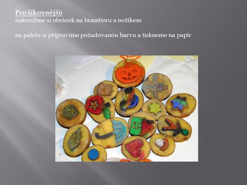Pro šikovnější: nakreslíme si obrázek na bramboru a nožíkem na paletu si připravíme požadovanou barvu a tiskneme na papír