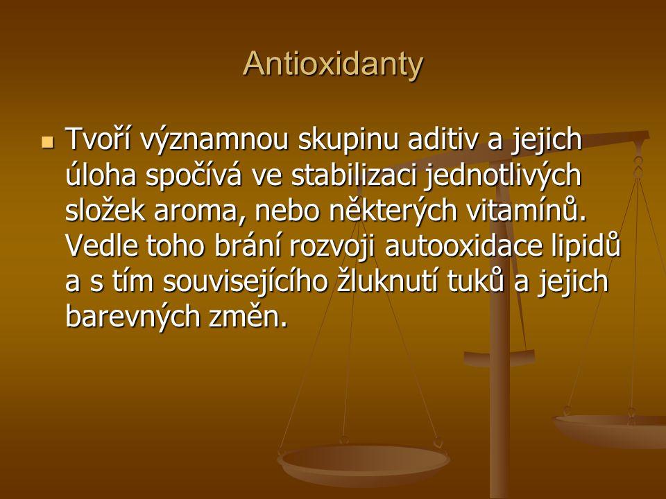 Antioxidanty Tvoří významnou skupinu aditiv a jejich úloha spočívá ve stabilizaci jednotlivých složek aroma, nebo některých vitamínů. Vedle toho brání