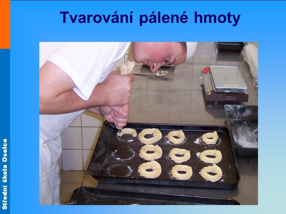 Střední škola Oselce Pálená hmota Pečení Pečení probíhá zpočátku při teplotě 240°C.