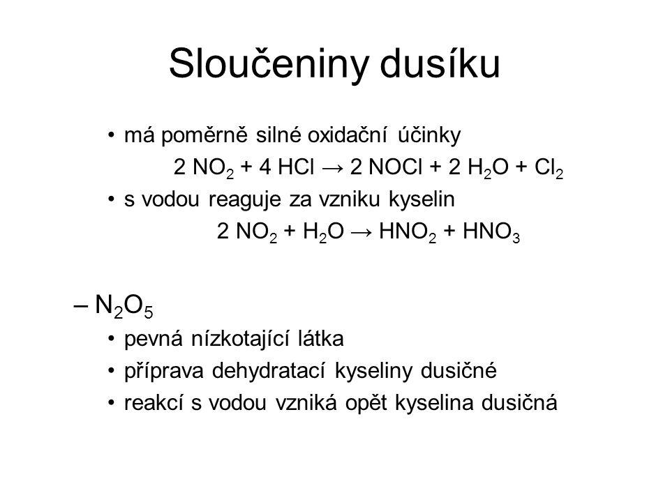Sloučeniny dusíku má poměrně silné oxidační účinky 2 NO 2 + 4 HCl → 2 NOCl + 2 H 2 O + Cl 2 s vodou reaguje za vzniku kyselin 2 NO 2 + H 2 O → HNO 2 +