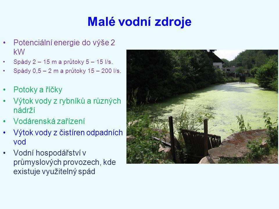 Malé vodní zdroje Potenciální energie do výše 2 kW Spády 2 – 15 m a průtoky 5 – 15 l/s. Spády 0,5 – 2 m a průtoky 15 – 200 l/s. Potoky a říčky Výtok v