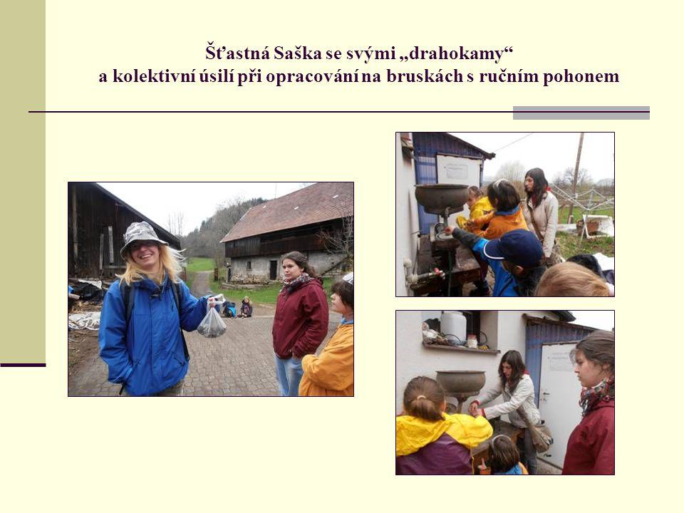 """Šťastná Saška se svými """"drahokamy a kolektivní úsilí při opracování na bruskách s ručním pohonem"""