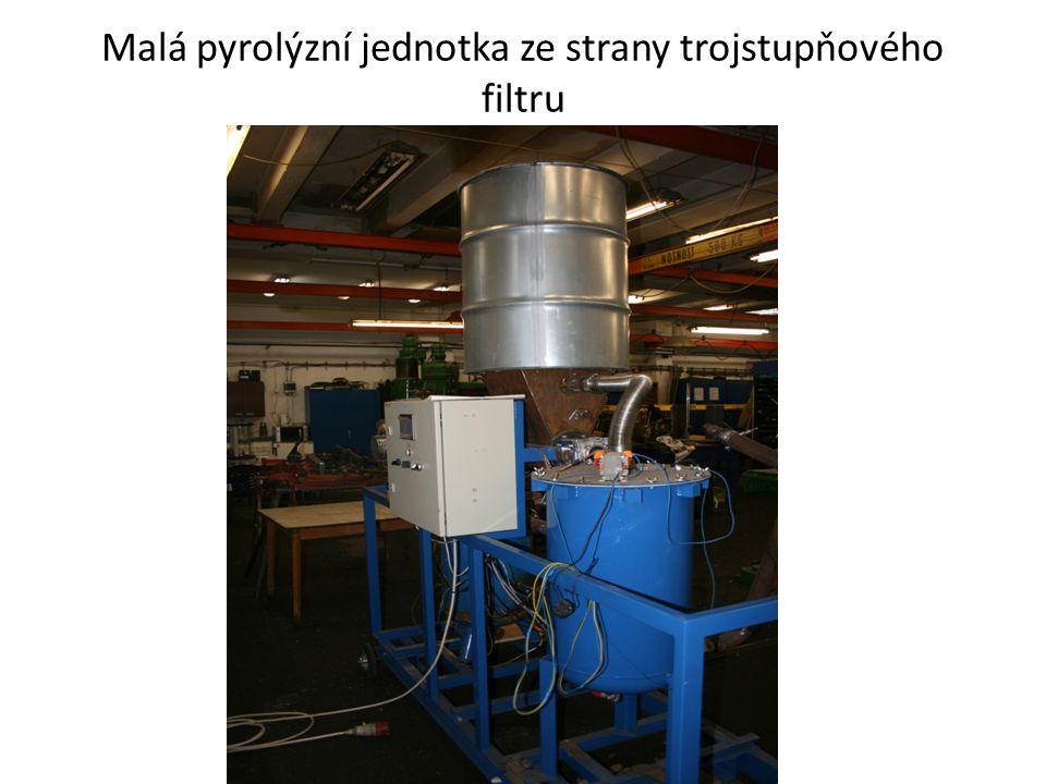 Malá pyrolýzní jednotka ze strany trojstupňového filtru