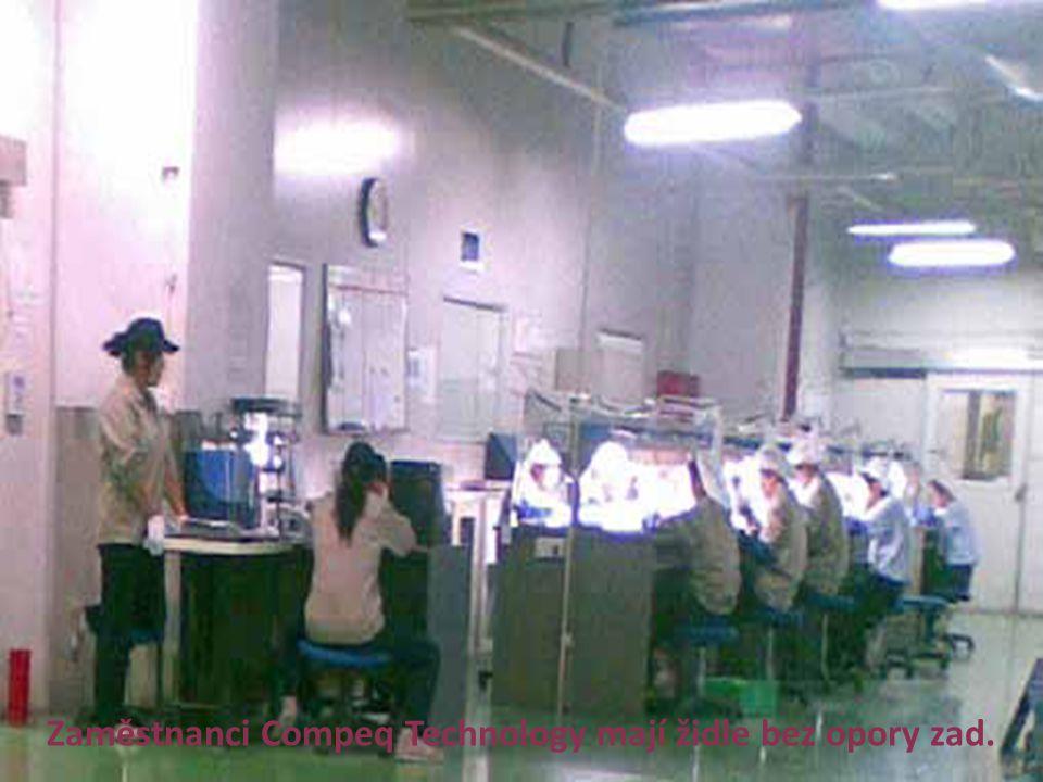 Zaměstnanci Compeq Technology mají židle bez opory zad.