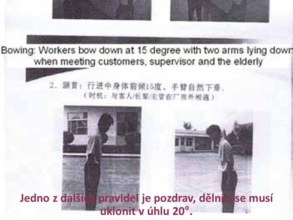 Jedno z dalších pravidel je pozdrav, dělníci se musí uklonit v úhlu 20°.