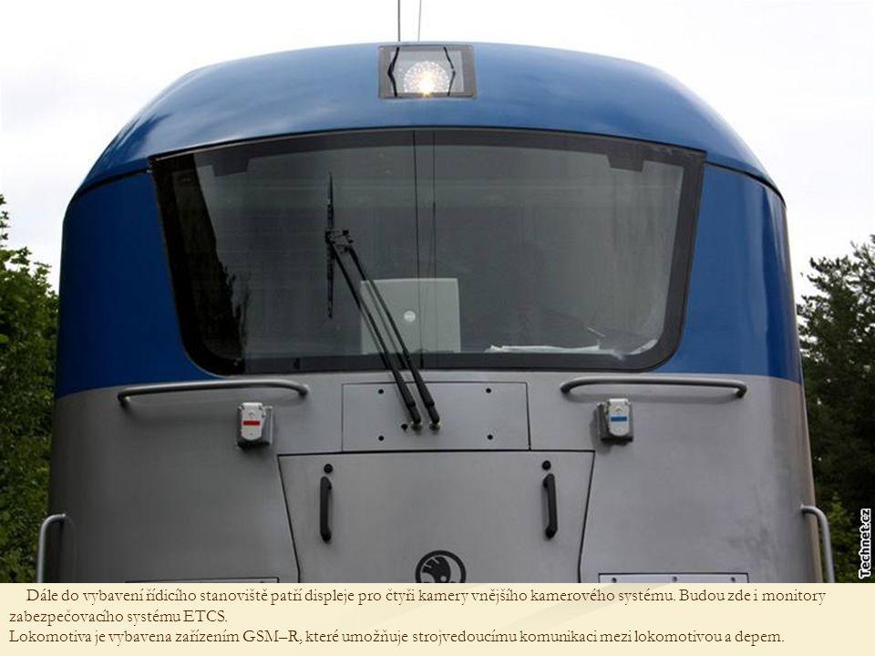 Dále do vybavení řídicího stanoviště patří displeje pro čtyři kamery vnějšího kamerového systému.