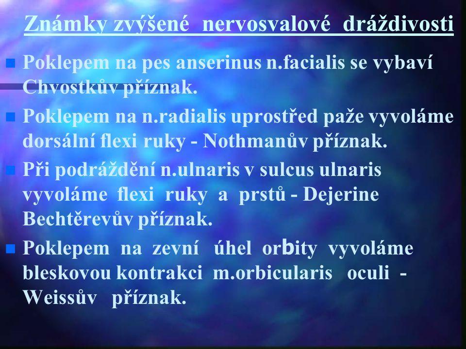 Známky zvýšené nervosvalové dráždivosti n n Poklepem na pes anserinus n.facialis se vybaví Chvostkův příznak. n n Poklepem na n.radialis uprostřed paž