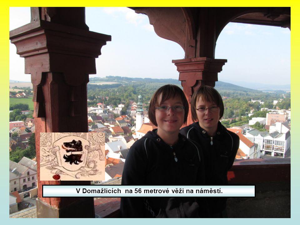 V Domažlicích na 56 metrové věži na náměstí.