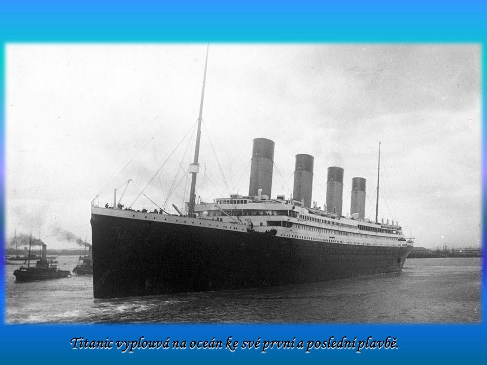 Titanic vyplouvá na oceán ke své první a poslední plavbě.